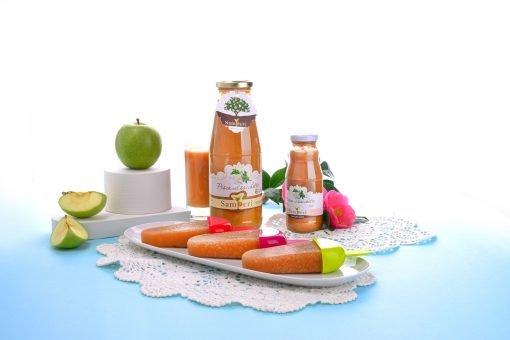 Il succo di frutta e polpa purissima di pesche di Samperi in una composizione di frutta e colori.